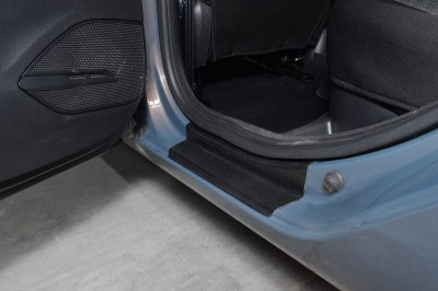Защитные накладки в проем дверей РТ на LADA VESTA
